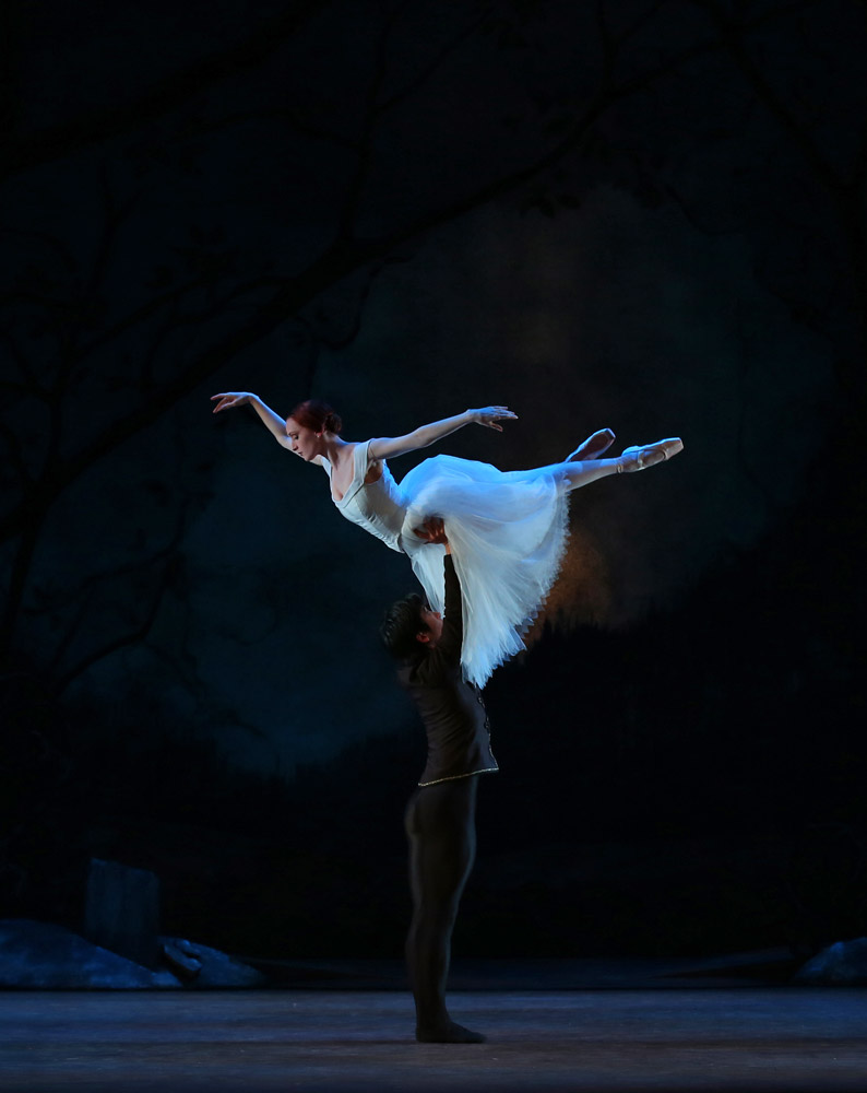 Gillian Murphy and Qi Huan in Ethan Stiefel and Johan Kobborg's Giselle.© Evan Li. (Click image for larger version)