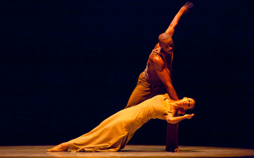 Jermaine Terry and Alicia Graf Mack in Revelations.© Gert Krautbauer. (Click image for larger version)