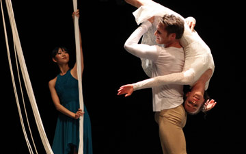 Kana Kimura, Kirk Henning and Laura Mead in Jessica Lang's The Wanderer.© Julieta Cervantes. (Click image for larger version)