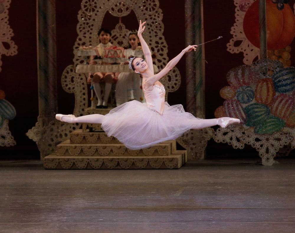 Lauren Lovette in Balanchine's The Nutcracker.© Paul Kolnik. (Click image for larger version)