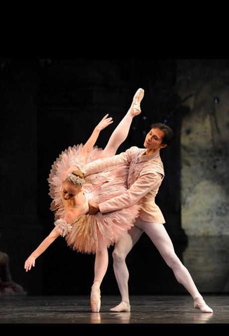 Elisha Willis and César Morales in the <I>Nutcracker</I>.<br />© Roy Smiljanic.