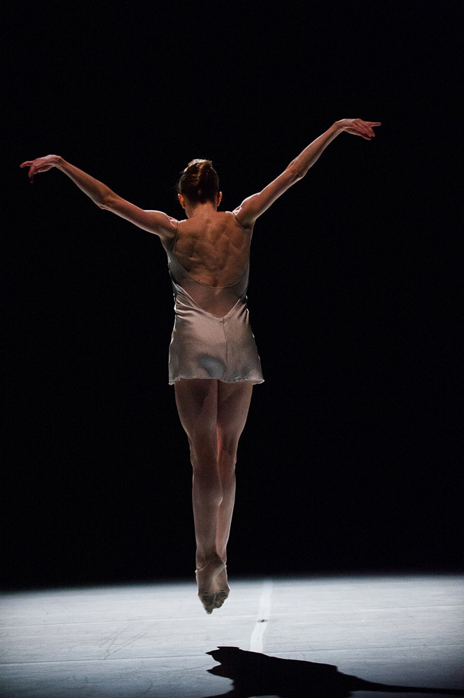 Wendy Whelan in Alejandro Cerrudo's Ego et Tu.© Christopher Duggan. (Click image for larger version)