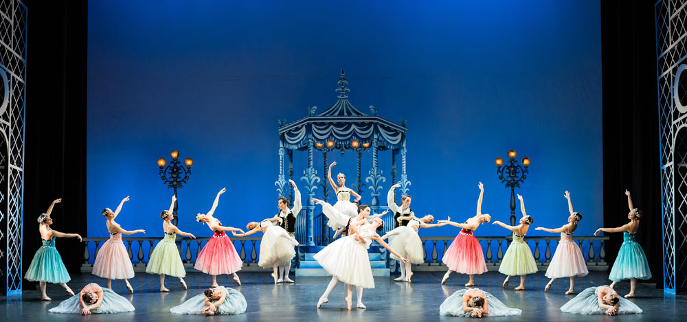 Ballet Nice Mediterranee in Soir de Fête.© Dominique Jaussein. (Click image for larger version)