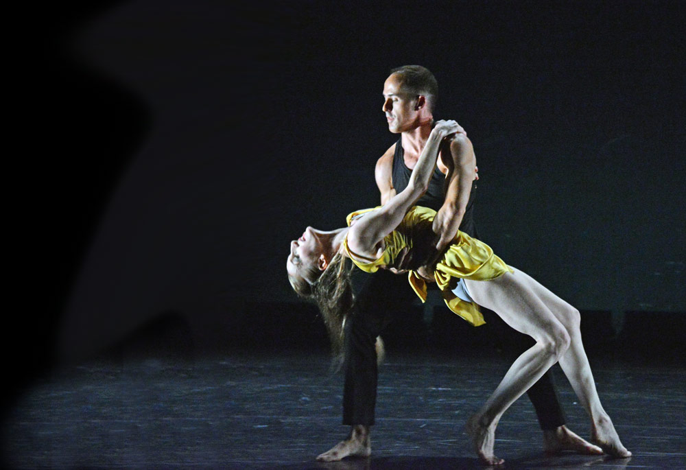 Wendy Whelan and Brian Brooks in <I>First Fall</I> by Brian Brooks.<br />© Dave Morgan, courtesy the Royal Opera House. (Click image for larger version)