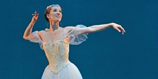 Gudrun Bojesen in <I>La Sylphide</I>.<br />© Dave Morgan. (Click image for larger version)