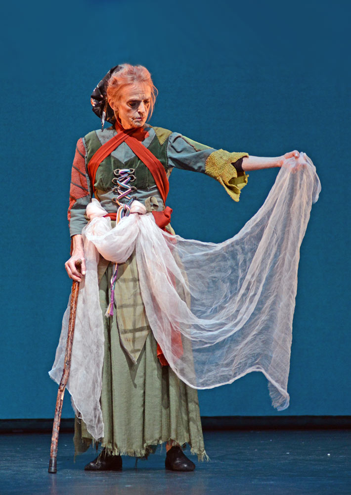 Sorella Englund in <I>La Sylphide</I>.<br />© Dave Morgan. (Click image for larger version)