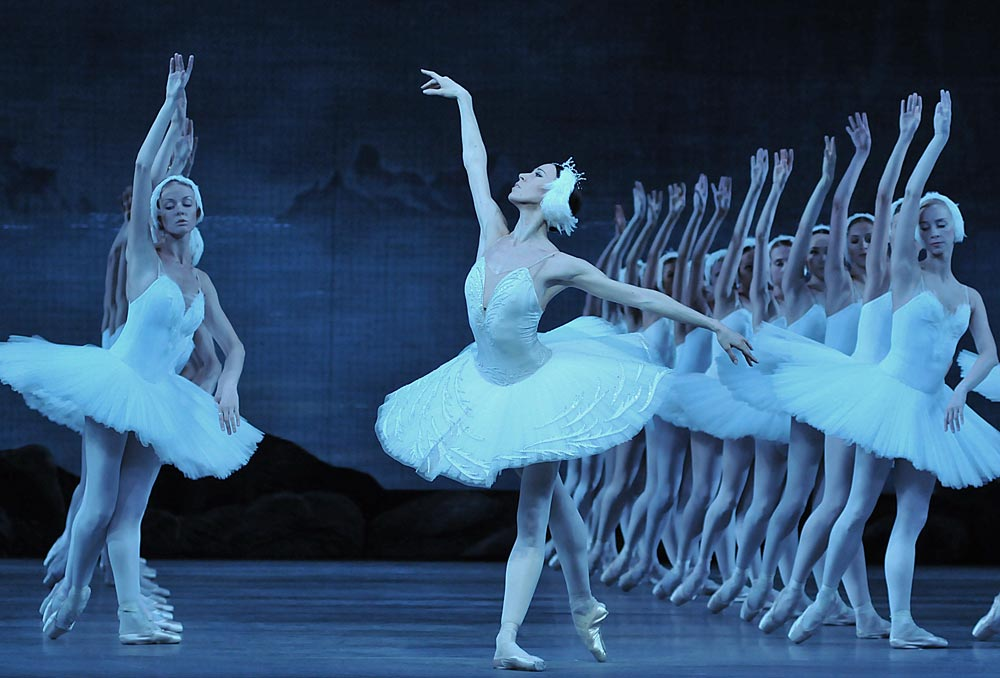 Viktoria Tereshkina in <I>Swan Lake</I>.<br />© Dave Morgan. (Click image for larger version)