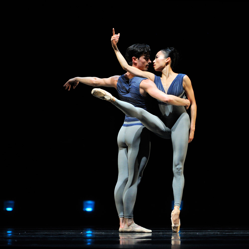 Joseph Walsh and Frances Chung in Wheeldon's <I>Borealis</I>.<br />© Erik Tomasson. (Click image for larger version)