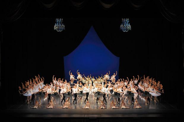 San Francisco Ballet in Tomasson's Défilé.© Erik Tomasson. (Click image for larger version)