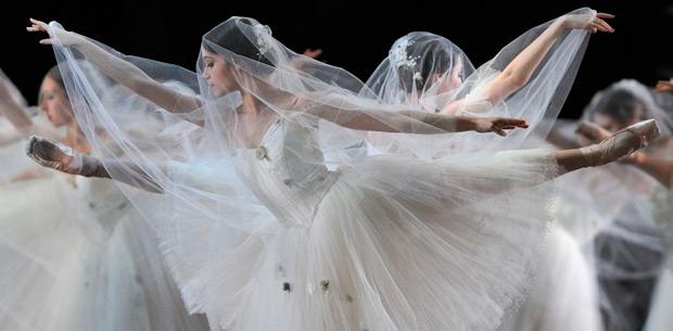 San Francisco Ballet in Tomasson's <I>Giselle</I>.<br />© Erik Tomasson. (Click image for larger version)