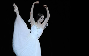 Maria Kochetkova in Tomasson's Giselle.© Erik Tomasson. (Click image for larger version)