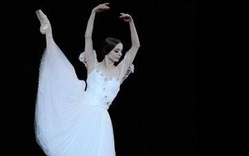 Maria Kochetkova in Tomasson's Giselle.© Erik Tomasson. (Click image for larger version)