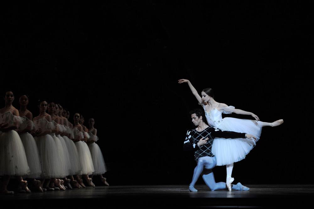 Maria Kochetkova and Vitor Luiz in Tomasson's <I>Giselle</I>.<br />© Erik Tomasson. (Click image for larger version)