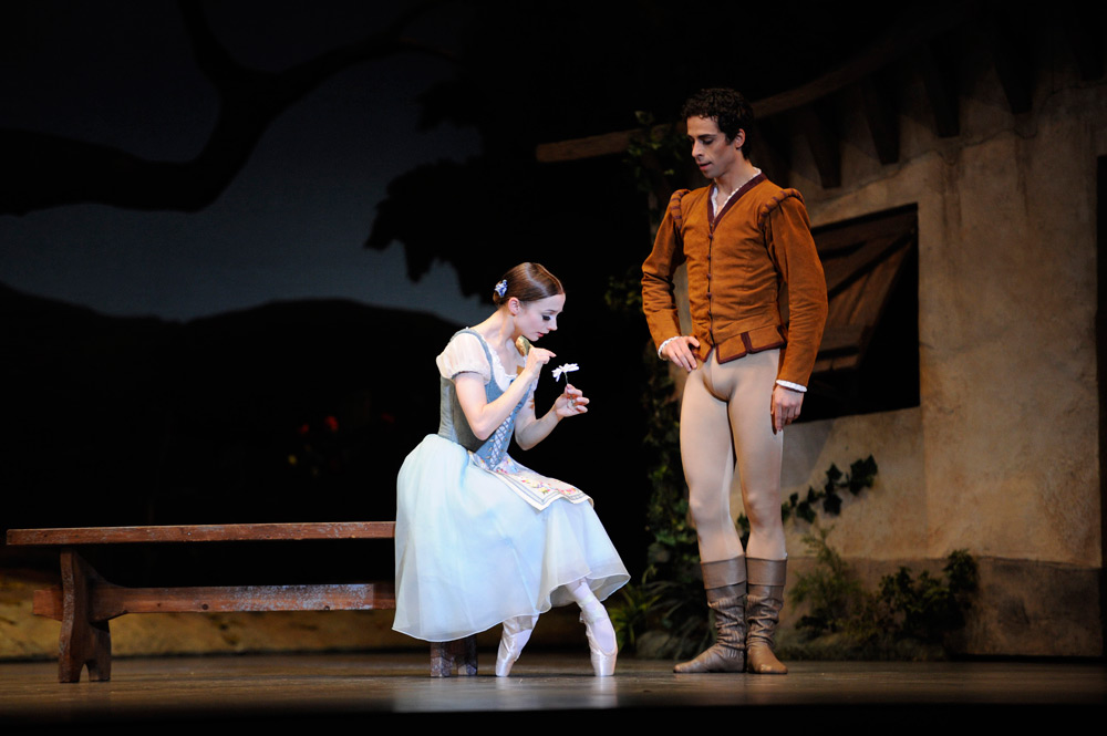 Maria Kochetkova and Vitor Luiz in Tomasson's <I>Giselle</I>.<br />© Erik Tomasson. (Click image for larger version)