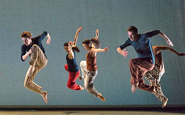 Richard Alston Dance Company in Nomadic.© Foteini Christofilopoulou. (Click image for larger version)