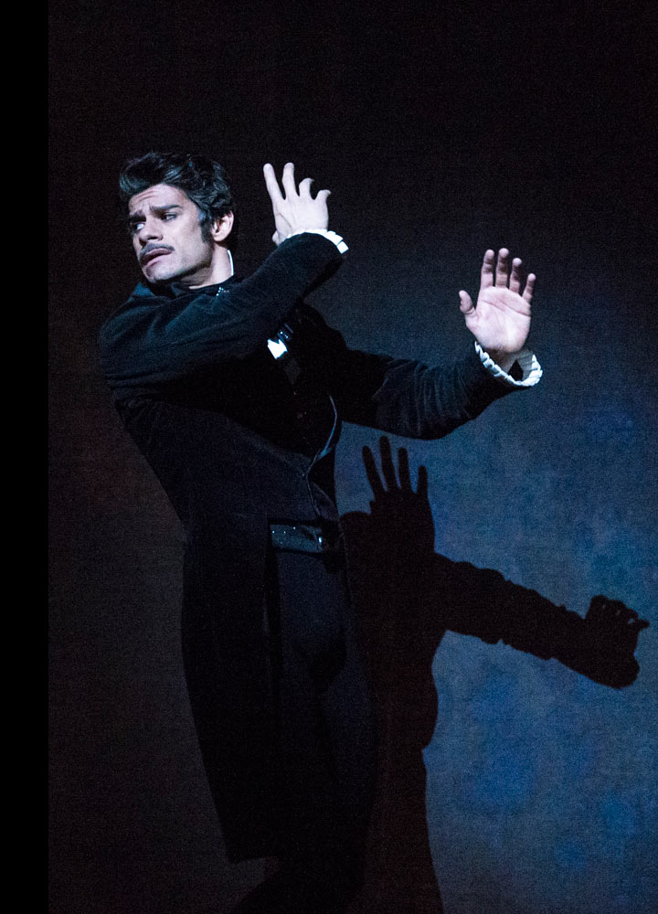 Thiago Soares in <I>Onegin</I>.<br />© Foteini Christofilopoulou, courtesy the Royal Opera House. (Click image for larger version)