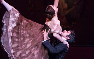 Thiago Soares and Marianela Nunez in Onegin.© Foteini Christofilopoulou, courtesy the Royal Opera House. (Click image for larger version)