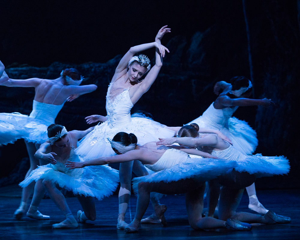 Alina Cojocaru in Swan Lake.© Foteini Christofilopoulou. (Click image for larger version)