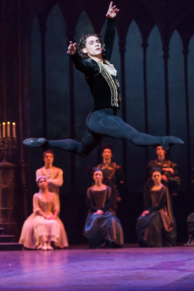 Ivan Vasiliev in <I>Swan Lake</I>.<br />© Foteini Christofilopoulou. (Click image for larger version)
