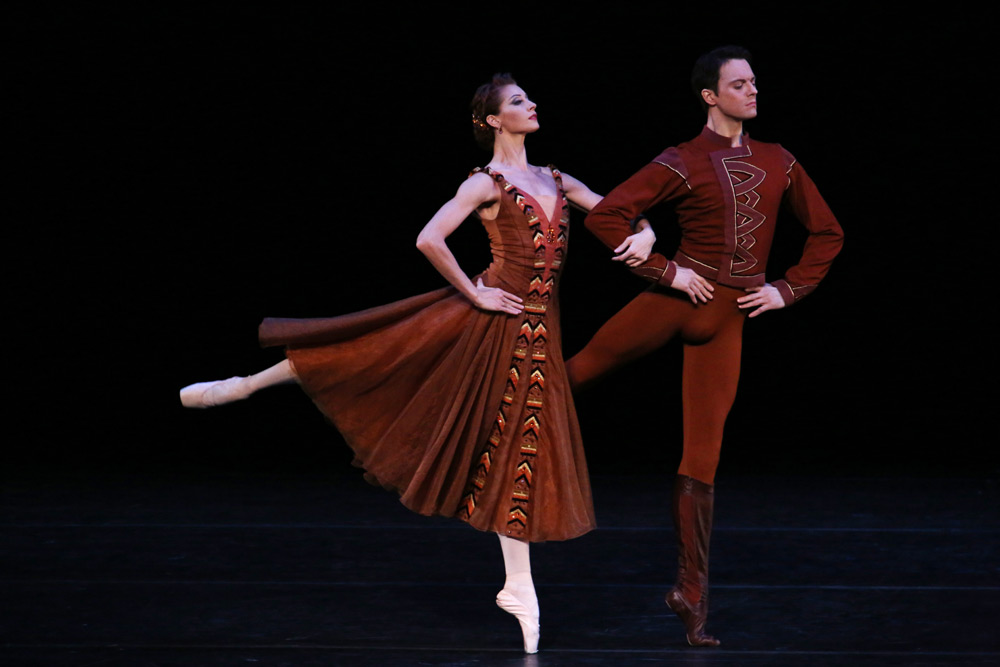 Yekaterina Kondaurova and Yevgeny Ivanchenko in Jerome Robbins' <I>In the Night</I>.<br />© Julieta Cervantes. (Click image for larger version)