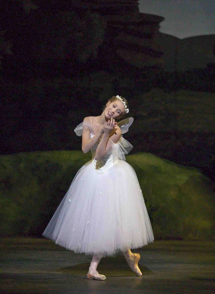 Gudrun Bojesen in <I>La Sylphide</I>.<br />© Martin Mydtskov Ronne. (Click image for larger version)