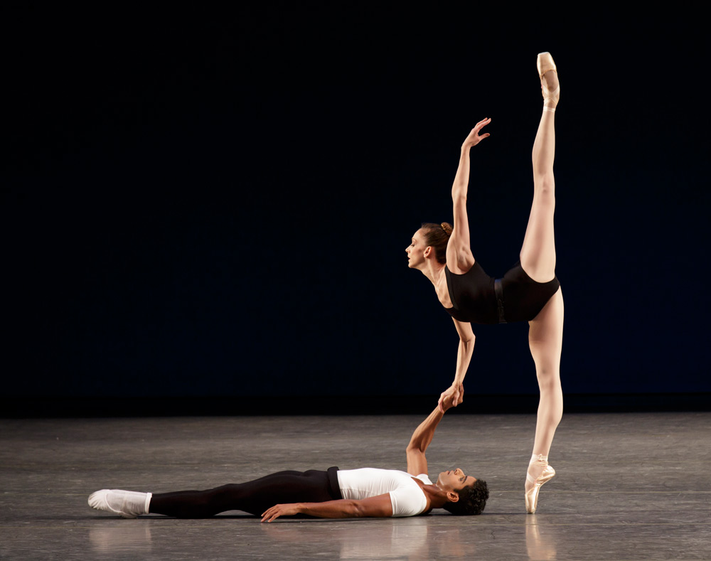 Amar Ramasar and Maria Kowroski in <I>Agon</I>.<br />© Paul Kolnik. (Click image for larger version)
