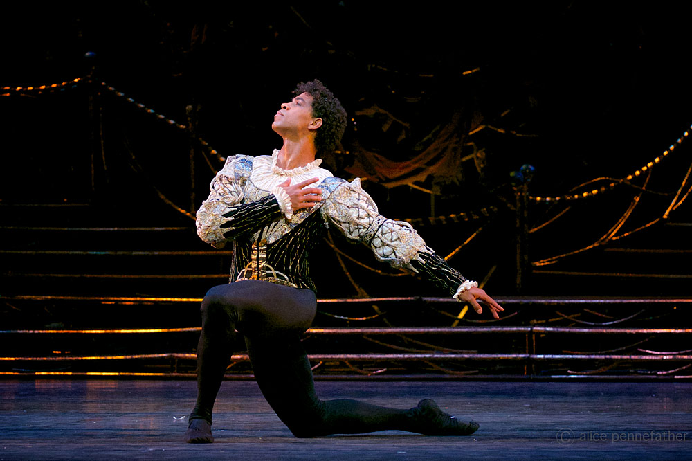 Carlos Acosta in Swan Lake.© ROH, Alice Pennefather.