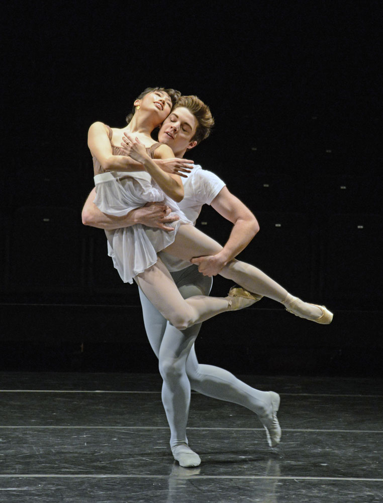 Akane Takada and David Donnelly in Erico Montes' Dances for 1, 2 and 3.© Dave Morgan, courtesy the Royal Opera House. (Click image for larger version)