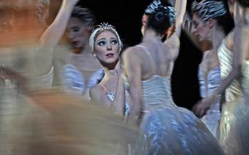 Sarah Lamb in Swan Lake.© Dave Morgan, courtesy the Royal Opera House. (Click image for larger version)