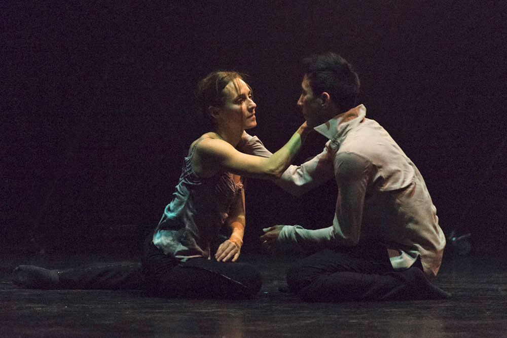 Anne Plamondon and Peter Chu in Crystal Pite's A Picture of You Falling.© Foteini Christofilopoulou. (Click image for larger version)