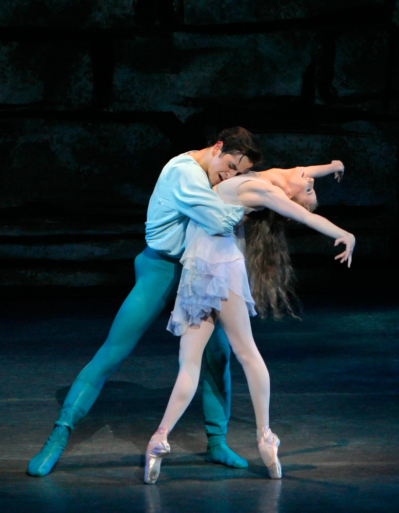 Sterling Hyltin and Robert Fairchild in Peter Martins' <I>Romeo + Juliet</I>.<br />© Paul Kolnik. (Click image for larger version)