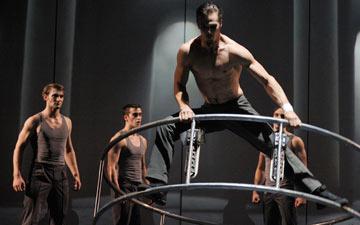 Cirque Eloise in Cirkopolis.© 2012 Productions Neuvart/Valerie Remise.