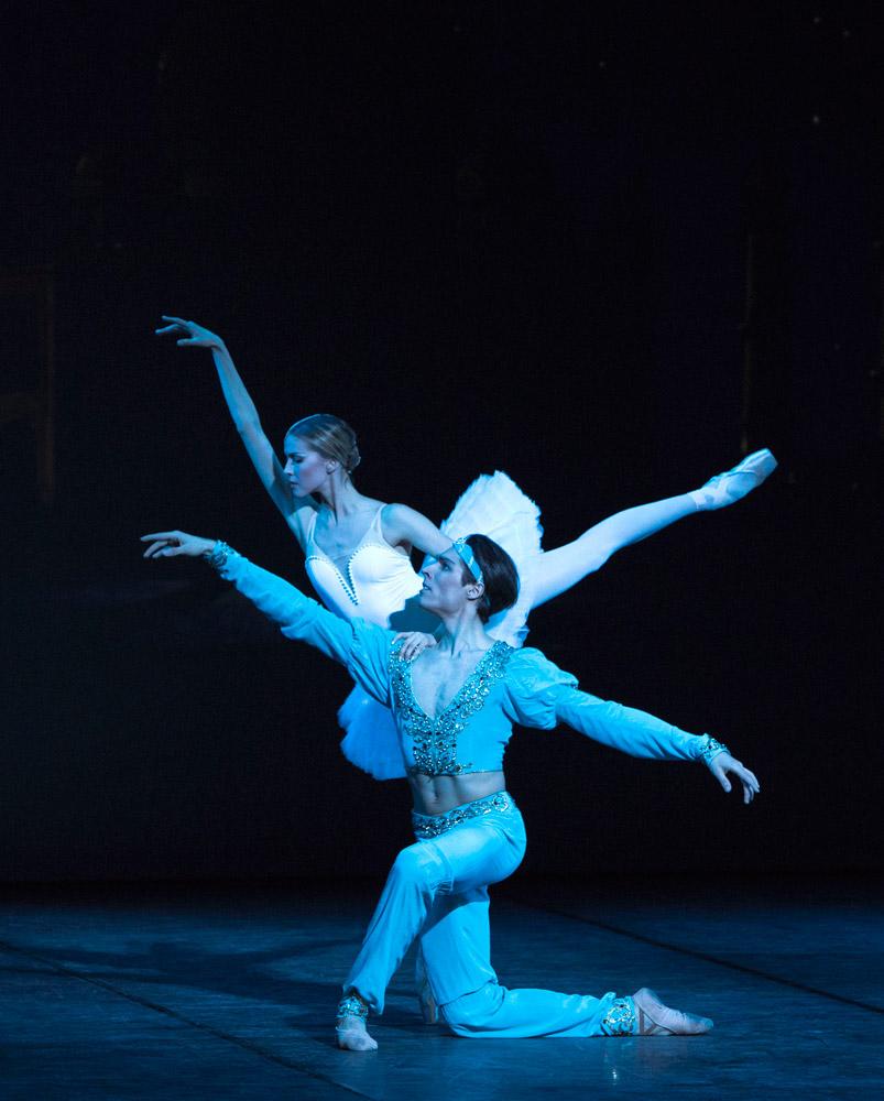 Alina Somova and Timur Askerov in La Bayadere at the Russian Ballet Icons Gala 2014.© Andre Uspenski. (Click image for larger version)