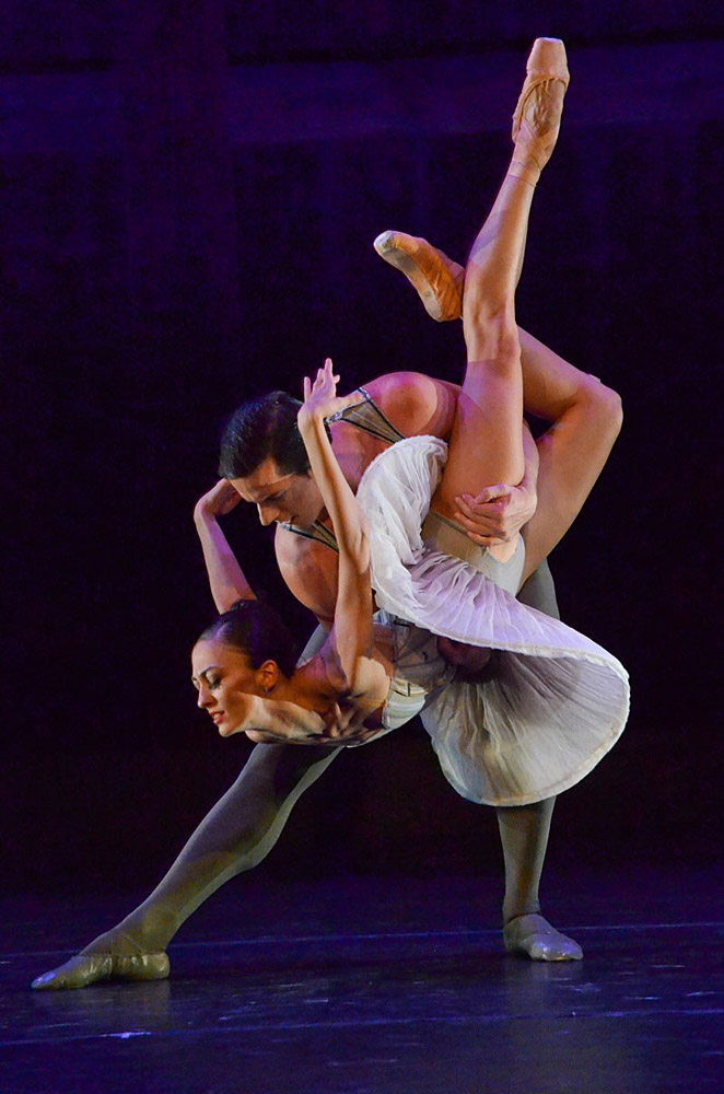 Victoria Jaiani and Miguel Blanco in Stanton Welch's <I>Son of Chamber Symphony</I>.<br />© Christopher Duggan. (Click image for larger version)