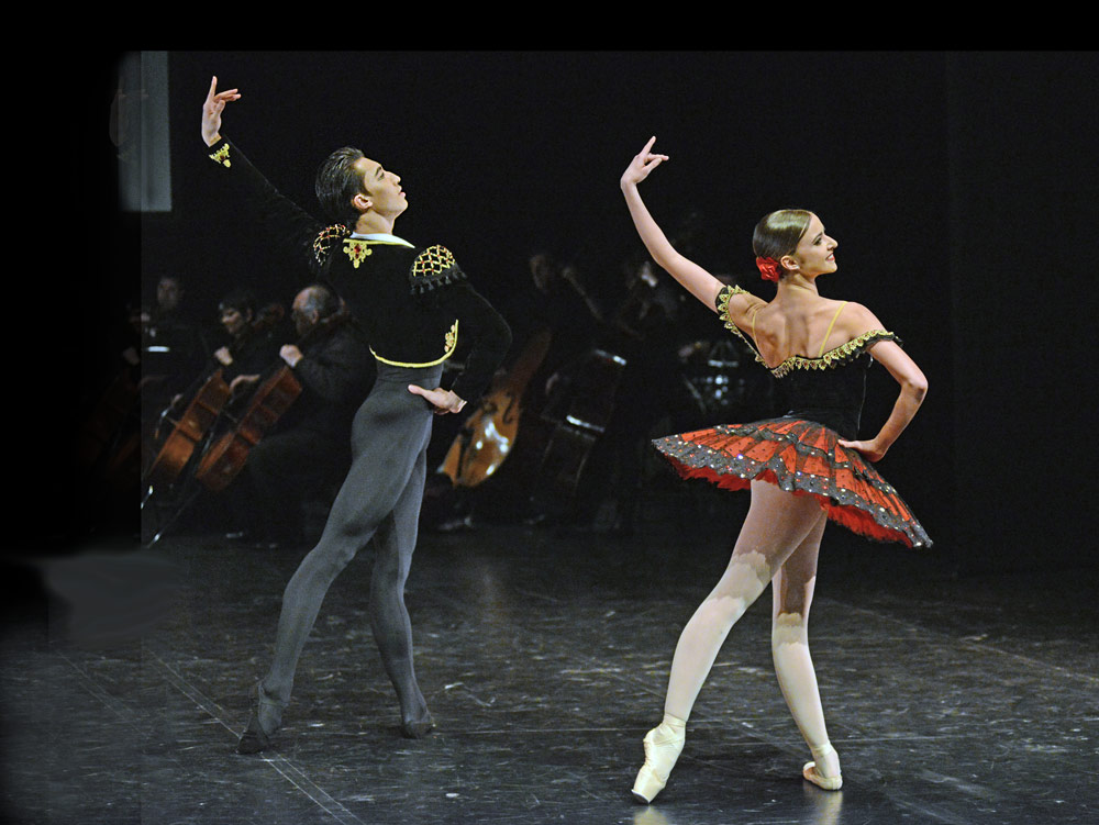 Jinhao Zhang and Isabelle Brouwers in Don Quixote.© Dave Morgan. (Click image for larger version)