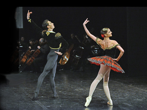Jinhao Zhang and Isabelle Brouwers in <I>Don Quixote</I>.<br />© Dave Morgan. (Click image for larger version)