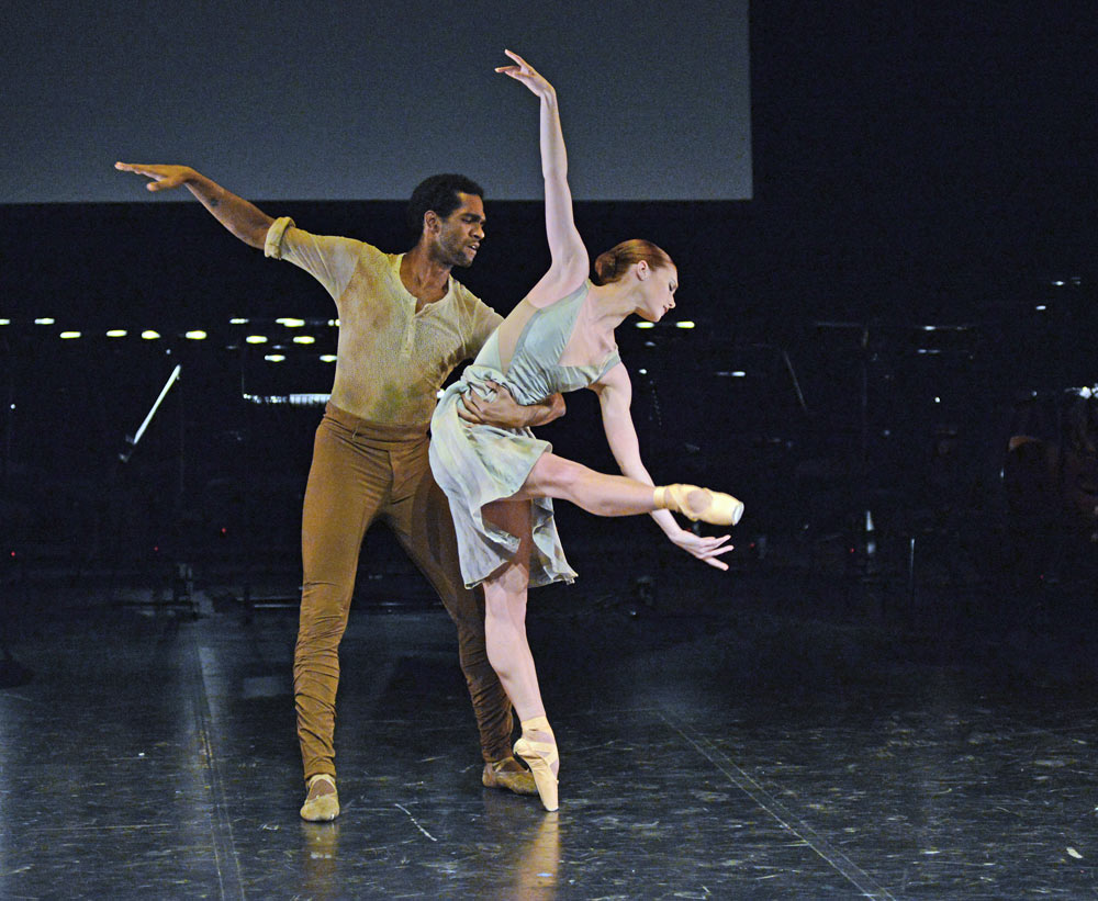Alison McWhinney and Junor Souza (winners in 2014) in Liam Scarlett's <I>No Man's Land</I>.<br />© Dave Morgan. (Click image for larger version)