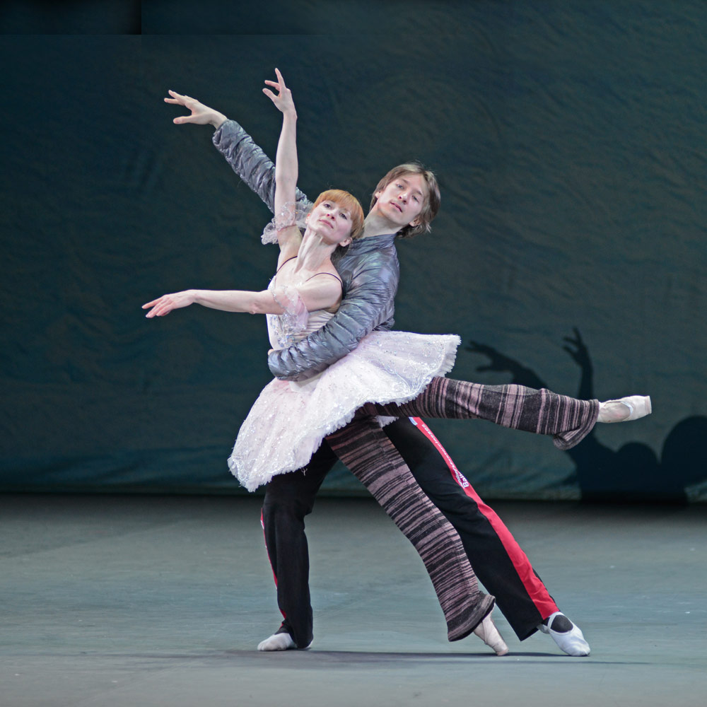 Daria Klimentova and Vadim Muntagirov rehearsing The Nutcracker.© Dave Morgan. (Click image for larger version)