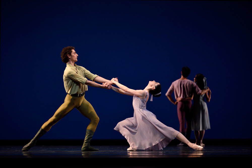 Vanessa Zahorian and Carlo DiLanno in Robbins' <I>Dances at a Gathering</I>.<br />© Erik Tomasson. (Click image for larger version)