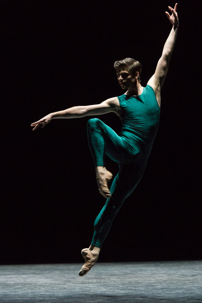 Barry Drummond in William Forsythe's <I>In the Middle, Somewhat Elevated</I>.<br />© Foteini Christofilopoulou. (Click image for larger version)
