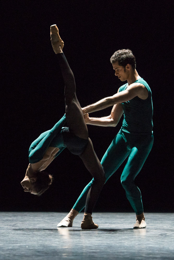 Begona Cao and Alejandro Virelles in William Forsythe's <I>In the Middle, Somewhat Elevated</I>.<br />© Foteini Christofilopoulou. (Click image for larger version)