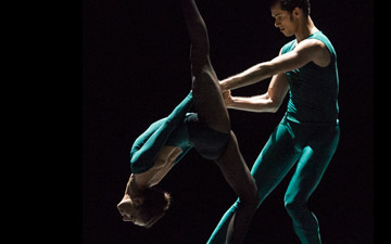 Begona Cao and Alejandro Virelles in William Forsythe's In the Middle, Somewhat Elevated.© Foteini Christofilopoulou. (Click image for larger version)