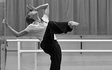 Sylvie Guillem in the studio rehearsing Mats Ek's Bye.© Lesley Leslie-Spinks. (Click image for larger version)