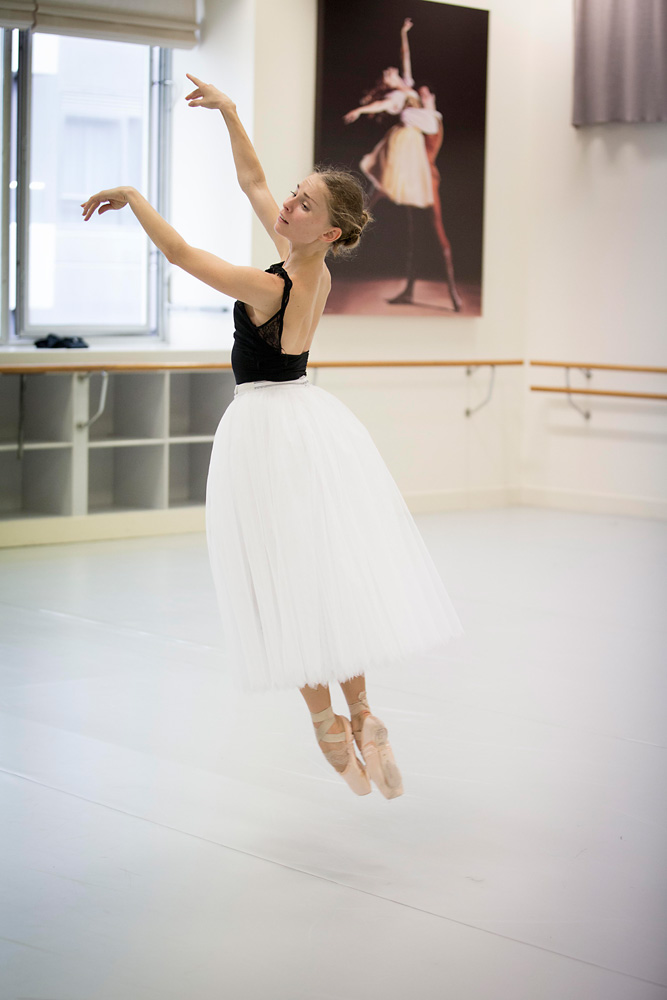 Natasha Kusch rehearsing Giselle.© Lynette Wills. (Click image for larger version)