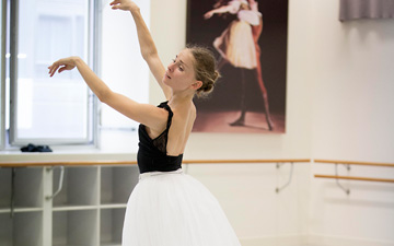 Natasha Kusch rehearsing Giselle.© Lynette Wills. (Click image for larger version)