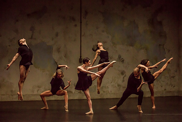 Sydney Dance Company in Rafael Bonachela's <I>Frame of Mind</I>.<br />© Peter Greig. (Click image for larger version)