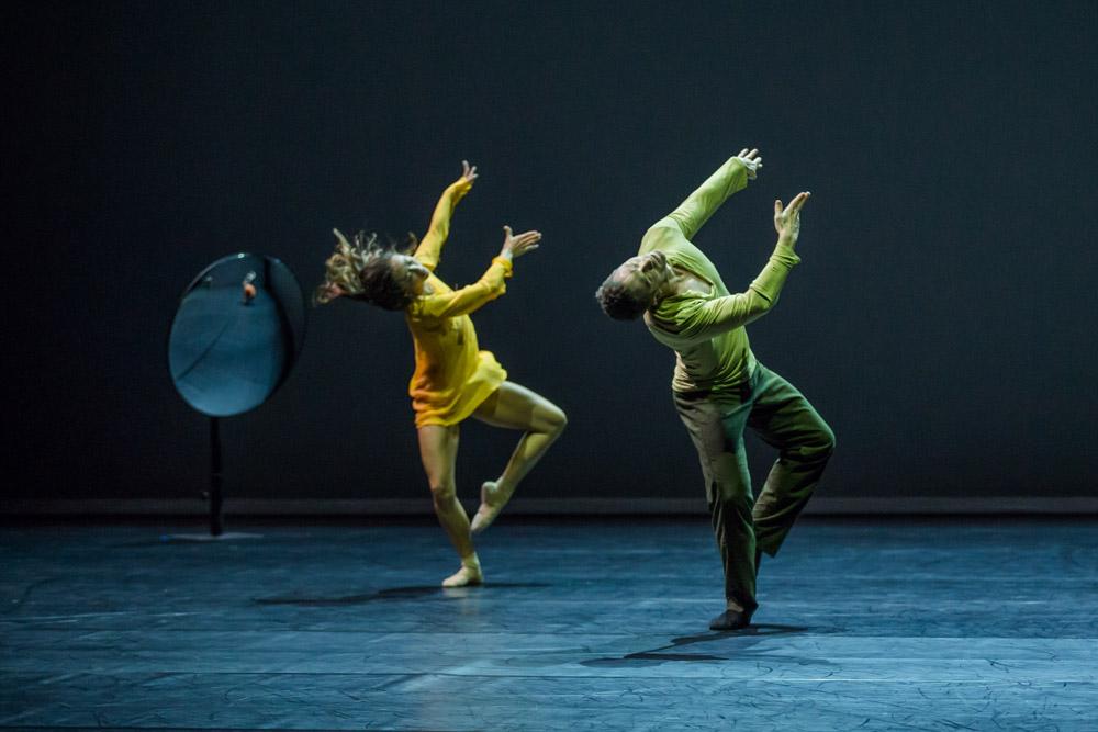 Chloe Leong and David Mack in William Forsythe's <I>Quintett</I>.<br />© Peter Greig. (Click image for larger version)
