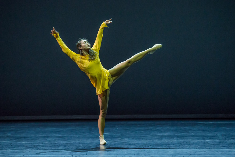 Chloe Leong in William Forsythe's <I>Quintett</I>.<br />© Peter Greig. (Click image for larger version)