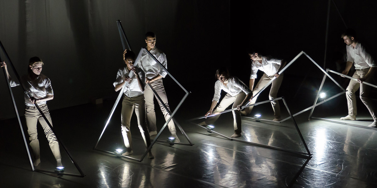 Rambert in Alexander Whitley's Frames.© Stephen Wright. (Click image for larger version)