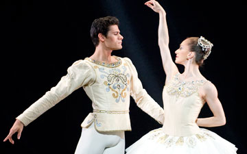 Marianela Nunez and Thiago Soares in Diamonds.© ROH/Tristram Kenton, 2011. (Click image for larger version)